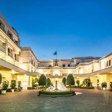 Mount Lavinia Hotel in Talawatugoda