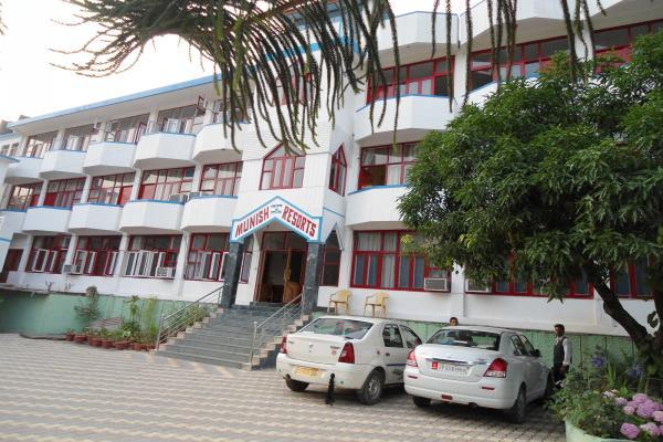 Munish Resorts in Rawalsar