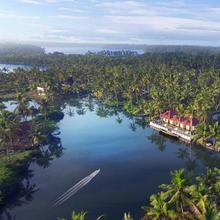 Munroe Island Lake Resort in Perinad