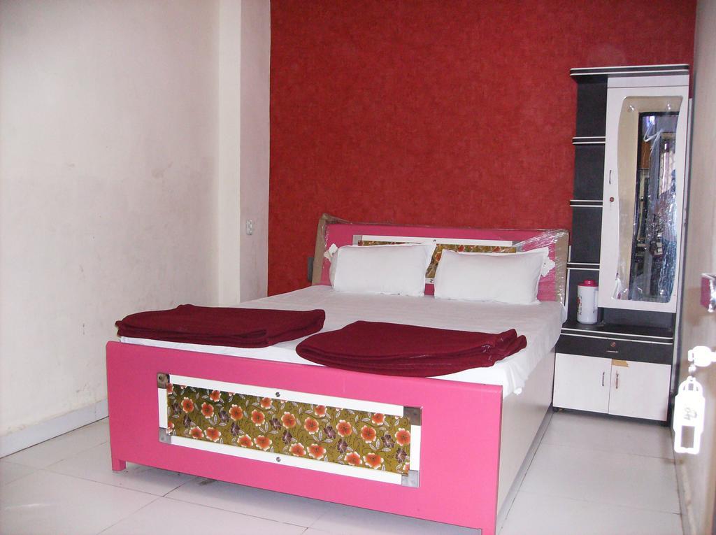 Murlidhar Guest House in Surat