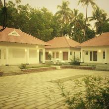 Mushroom Hut Resort in Athirappalli