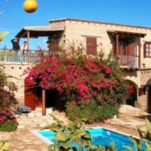 Myrto House in Anaphotia