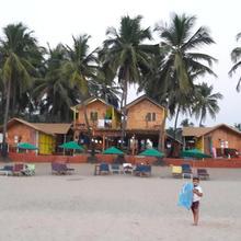 NANA'S NOOK BEACH HUTS in Devadurga