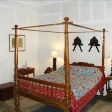 Neemrana's Hotel De L'orient in Villianur