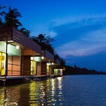 Neenlawat Riverside in Surat Thani