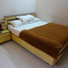 New Hotel Sagar Inn in Dholka