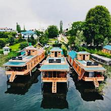 New Jacquline Heritage Houseboats in Srinagar