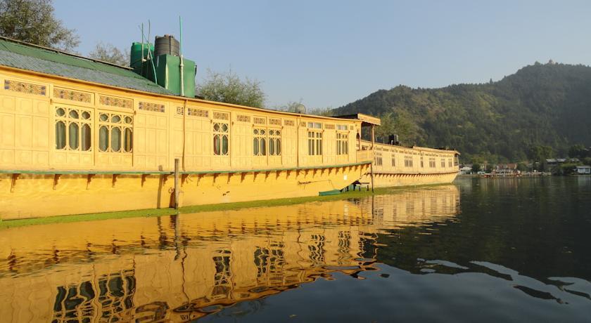 New London Houseboats in Srinagar
