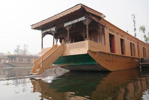 Nigeen Heritage Houseboats in Moniawar