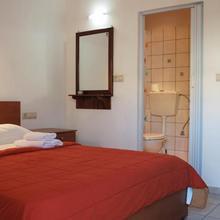 Nikos Hotel in Listaros