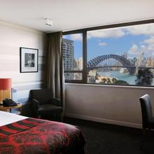 North Sydney Harbourview Hotel in Sydney