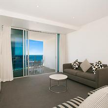 Number 1 H Luxury Residence - Netflix, Wifi + More in Gold Coast