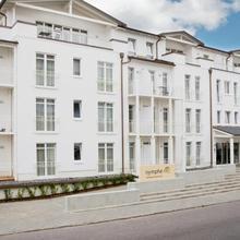nymphe strandhotel & apartments in Sagard