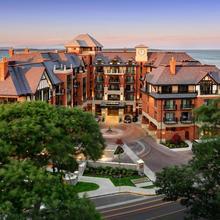 Oak Bay Beach Hotel in Victoria