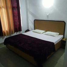 Oak View Guest House in Chari