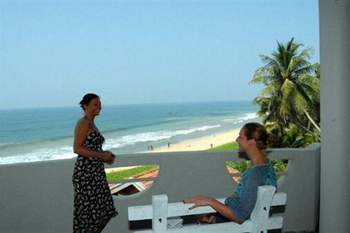 Oasey Beach Hotel in Induruwa