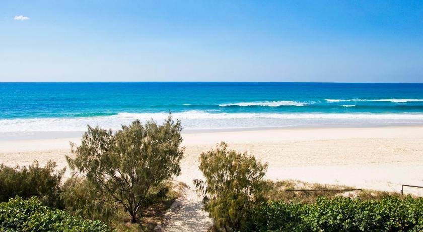 Oceanside Resort - Absolute Beachfront Apartments in Carool