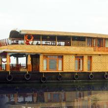 Saint Crispin Houseboats in Kottayam