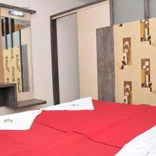 Om Sai Palace Delux Lodge in Dandeli