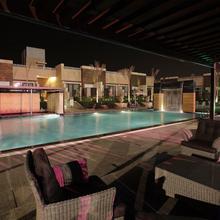 Oodles Hotel in Dhauj