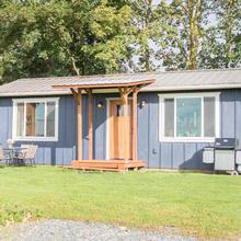 Oostema Farmstead Inn Tiny House in Abbotsford
