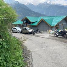 Orchard Retreat Cottage in Manali