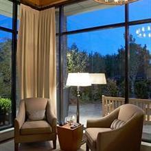 Oswego Hotel in Esquimalt