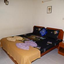 Ourgoaholidays 1 BHK walking distance to beach in Candolim