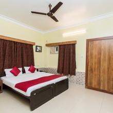 Oyo 10110 Gallivaant Guest House in Gora Bazar