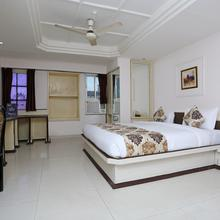 Oyo 10264 Hotel Midtown in Raipur