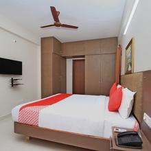Oyo 10379 Hotel Varcity Sapphire in Chik Banavar