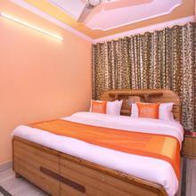 Oyo 10384 Hotel Rajesh Palace in Chandigarh