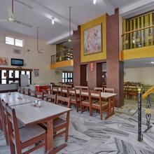 Oyo 10499 Hotel Shiv Shakti in Delmara