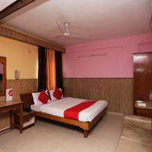 Oyo 10685 Hotel Centre Point in Hatia