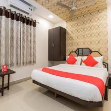 Oyo 10720 Hotel Galaxy in Sinhasa