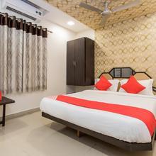 Oyo 10720 Hotel Galaxy in Indore