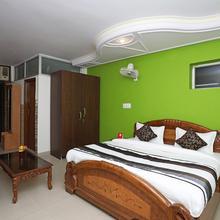OYO 11063 Hotel Suncity in Dhauj