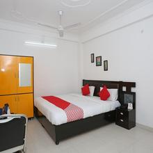 Oyo 11306 Ss Hotel in Gorakhpur