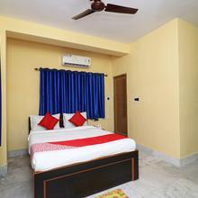 Oyo 11530 Hotel Palace in Champahati