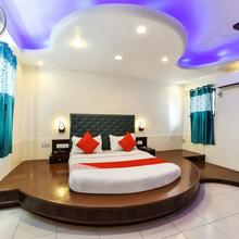 OYO 11650 Hotel Grand Apple in Sanand