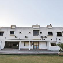 Oyo 11750 Hotel Starz in Gandhinagar
