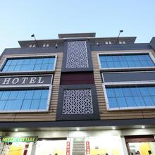 Oyo 11882 Hotel Krishna in Bhatinda