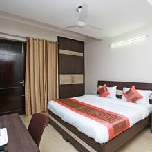 Oyo 11911 Go Rooms in Dera Mandi