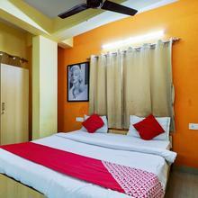 OYO 11930 The Jumbo Stay in Alipore