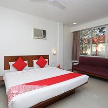 OYO 1194 Hotel Gulmohr in Pune