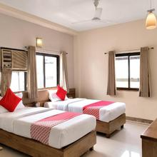 Oyo 12020 Hotel Ratna Regency in Chakan