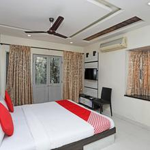 OYO 1216 Hotel New White House in Pimpri Chinchwad