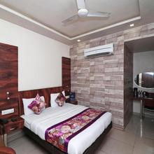 Oyo 12172 Hotel Deep in Kanpur