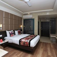 Capital O 12172 Hotel Deep Premium in Rahimabad