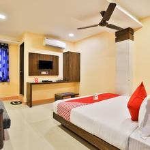 Oyo 12196 Hotel Mayur Park Residency in Sanand